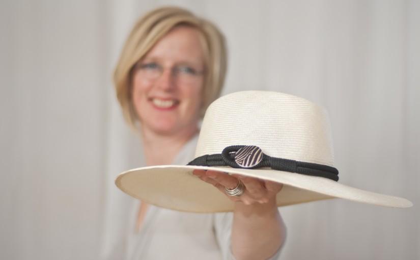 esdee_dameshoeden_Susan Dekker met hoed